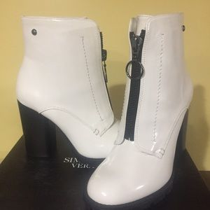 Simply Vera Wang Grouse White Boots NWT